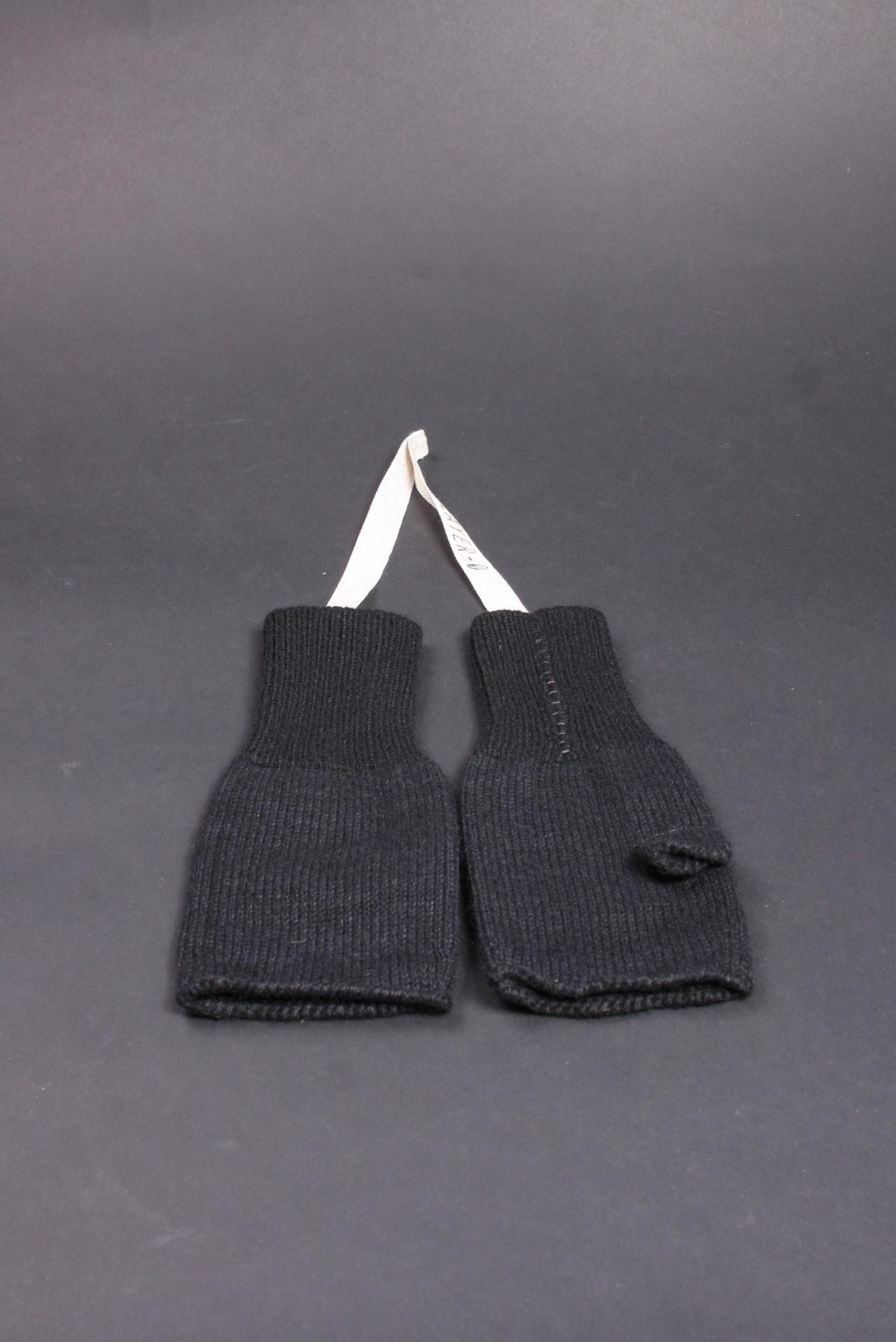 Layer-0 gloves